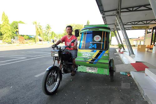 Bentor alias Becak Motor di Bandara Sibolga