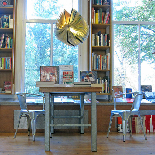 atlas-book-lamp-hanging