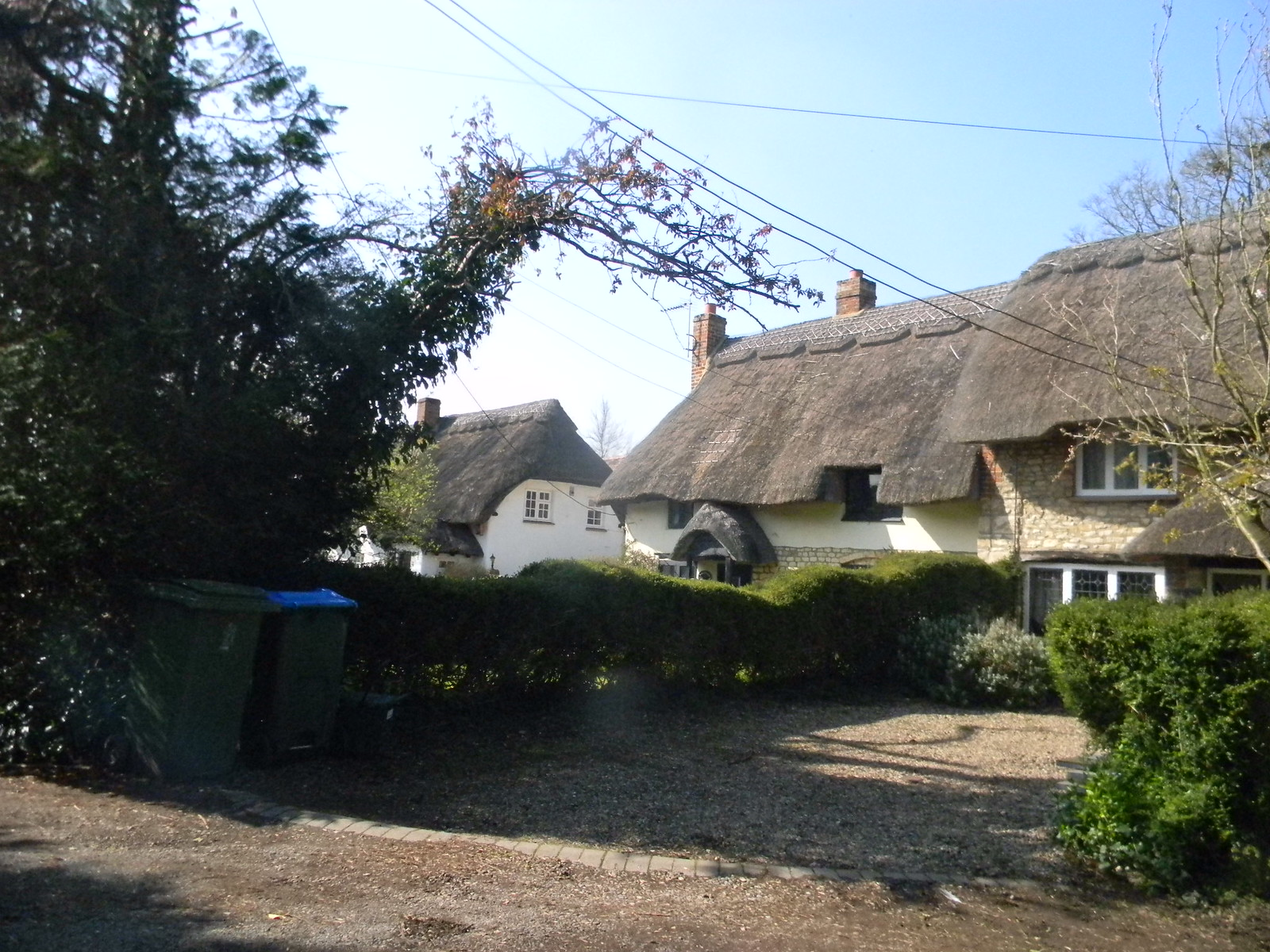 Thatched cottages, Gibraltar Haddenham to Aylesbury