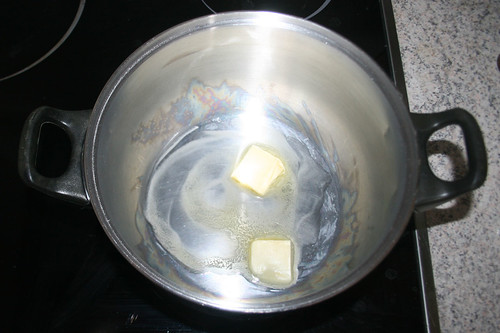 12 - Butter in Topf zerlassen / Melt butter in pot