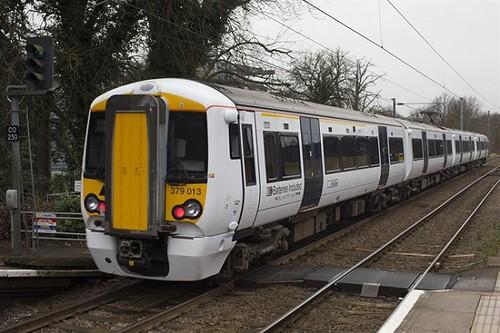 英國國家鐵路網的儲電式電聯車。