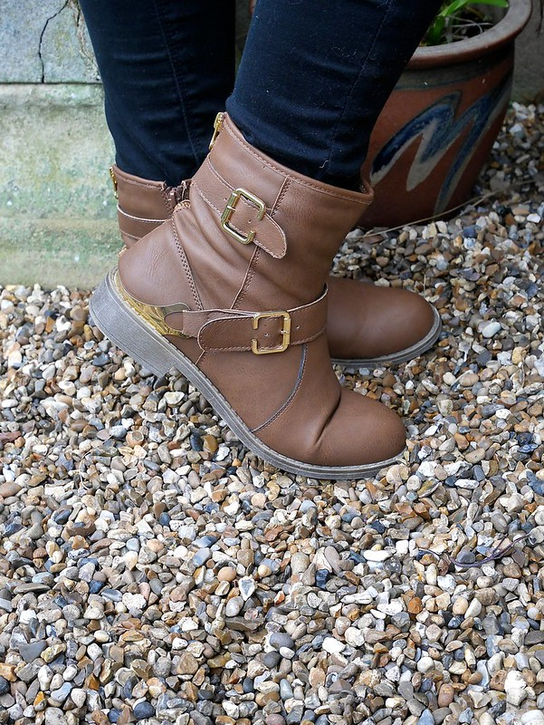 Shoezone tan boots blogger outfit
