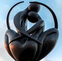 Europe à Coeur au soleil couchant - sculpture de Ludmila Tcherina