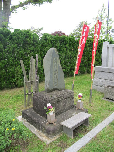 函館競馬場の遭難馬慰霊塔