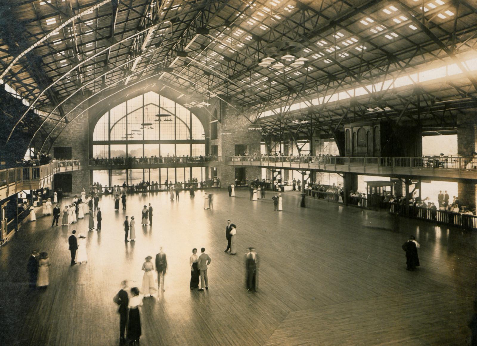 Dancing pavilion at Bo-Lo, Bois Blanc Island, Detroit River, 1913