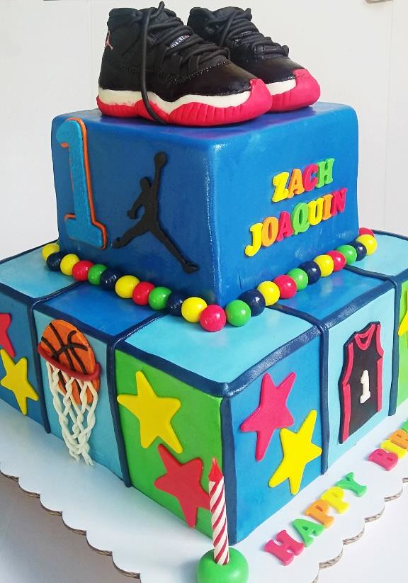 Sporty Cake by Vincent Vicente of #notjustcakesbyiris