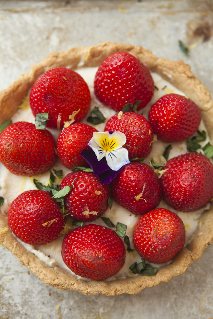 BERRY, RED CURRANT & MASCARPONE TARTLETS (Gluten-free) & A PARK PICNI...