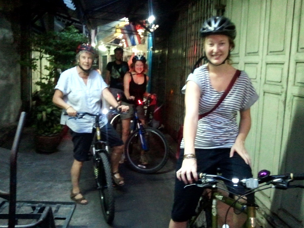 Chinatown-Bangkok night bike