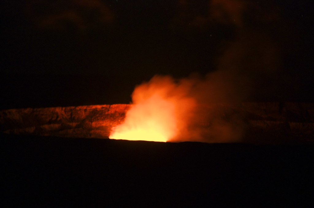 夏威夷大島火山國家公園的銀河星空(一張流)