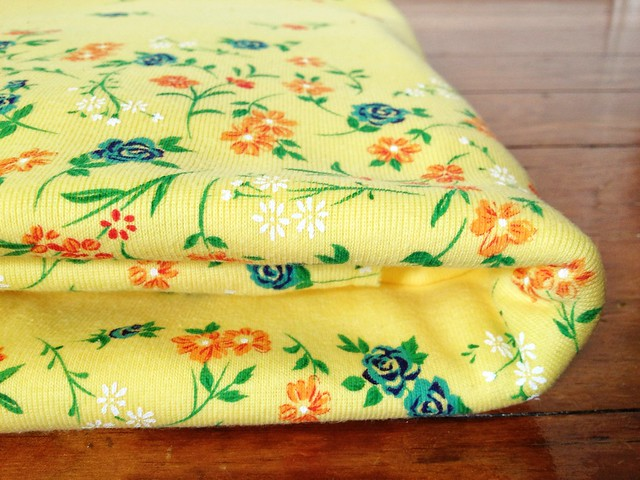 Floral knit fabric
