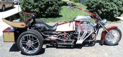 V8 trike with coyotetrips.com top cases