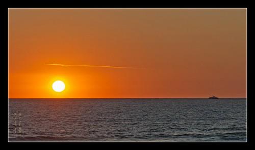 cruise sunset orange sun mer france night landscape boat couleurs horizon cotentin leicam borderfx leicamtype240 aposumicronm1290mmasph