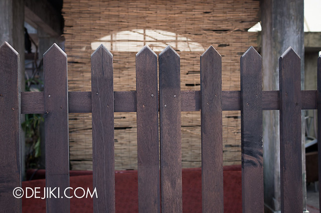 HHN3 Before Dark 2 - Possessions House - a fence