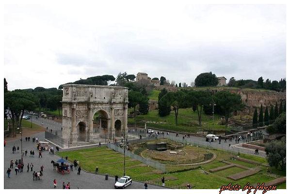 1108880032_羅馬鬥獸場俯望凱旋門