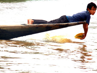 Inle fishermen - slapping water to attract fish