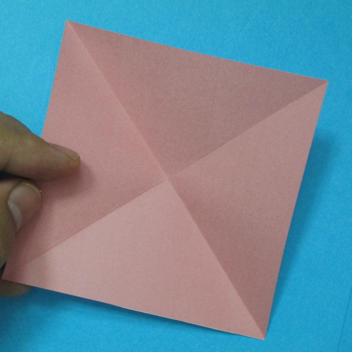 วิธีการพับกระดาษเป็นดอกไม้แปดกลีบ 002