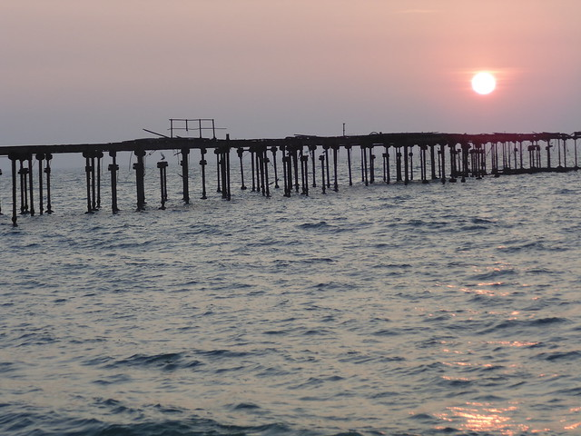 close shot of sunset at alleppey beach