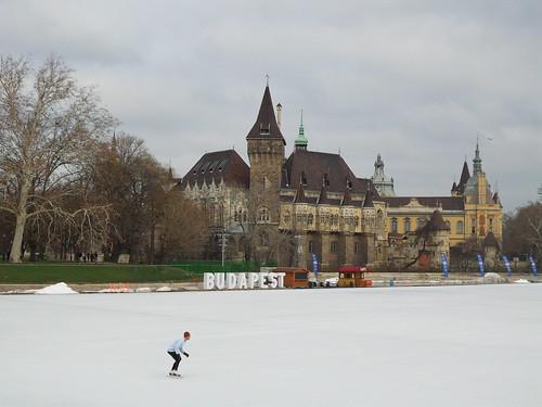 """Sulla """"scia di pattinaggio"""" a Budapest by Ylbert Durishti"""