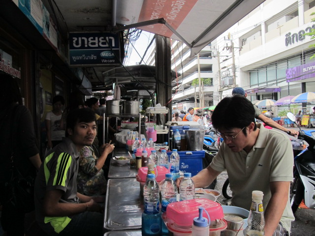 Bangkok streetside dining