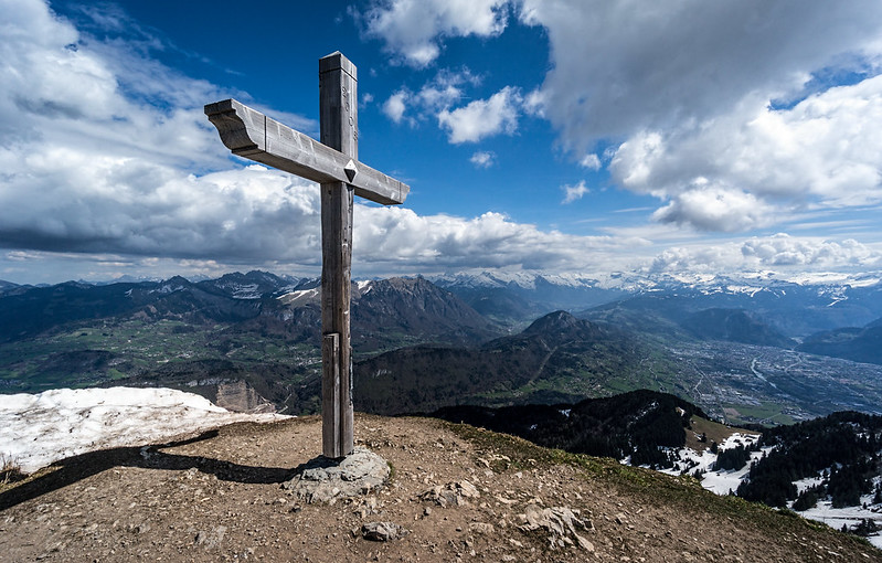 Summit Cross, Le Môle, France
