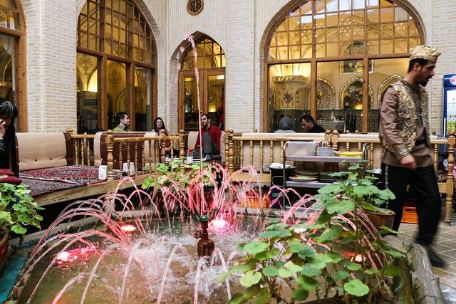 Traditional style restaurant in Isfahan イスファハン、伝統スタイルのレストラン