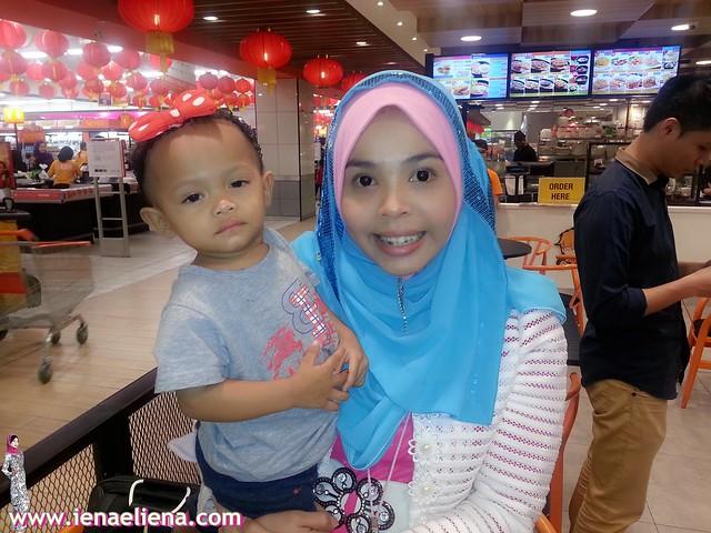cik iena bersama fisha- anak perempuan top blogger broframestone