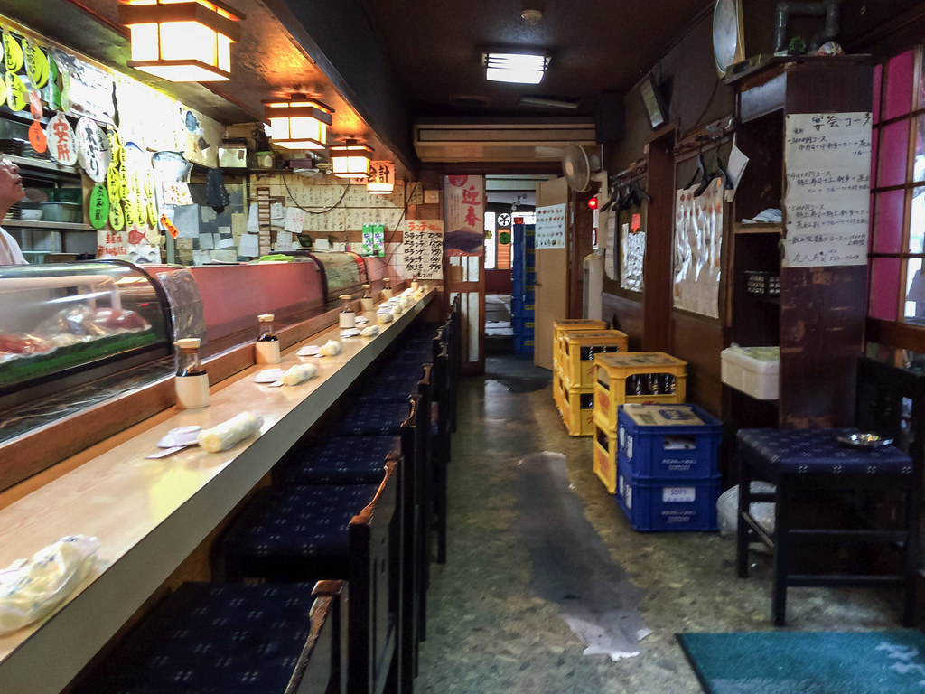 丸八寿司の店内