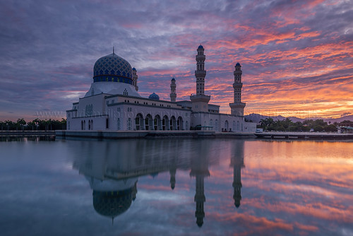 decorations lake reflection clouds sunrise religious minaret islam prayer tourist dome kotakinabalu colourful epic sabah masjid attraction islamic placeofworship fieryclouds digitalblending bandaraya nurismailphotography
