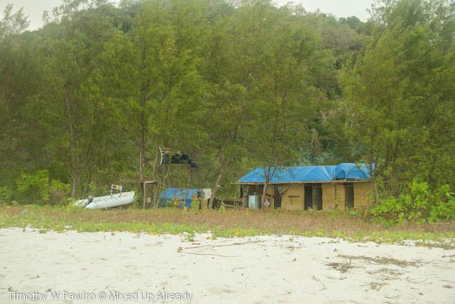 Indonesia - Sumba - Tarimbang - 22 - Simple accommodation with Australian flag