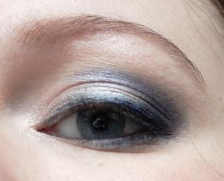 Vous reprendrez bien un peu de bleu: oeil gauche ouvert