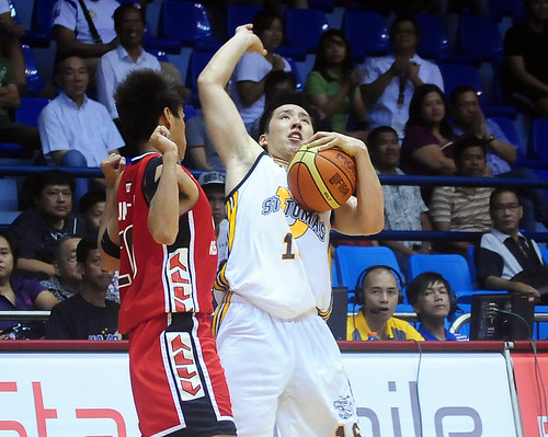 FilOil 2013 Final Four: UST Growling Tigers vs. UE Red Warriors
