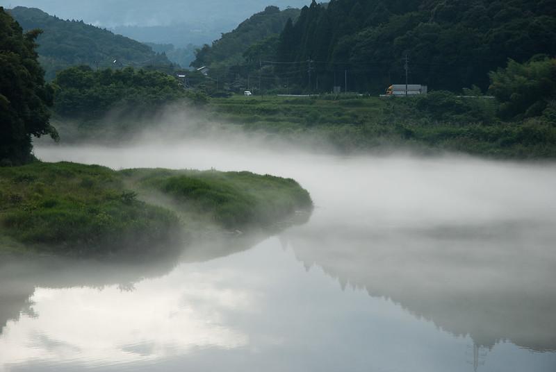 霧の川misty river