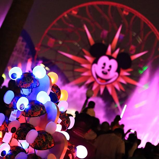 ショーに合わせて光るイヤーハット越しに観る World of color の素晴らしさちょっとウルッとしたわ…