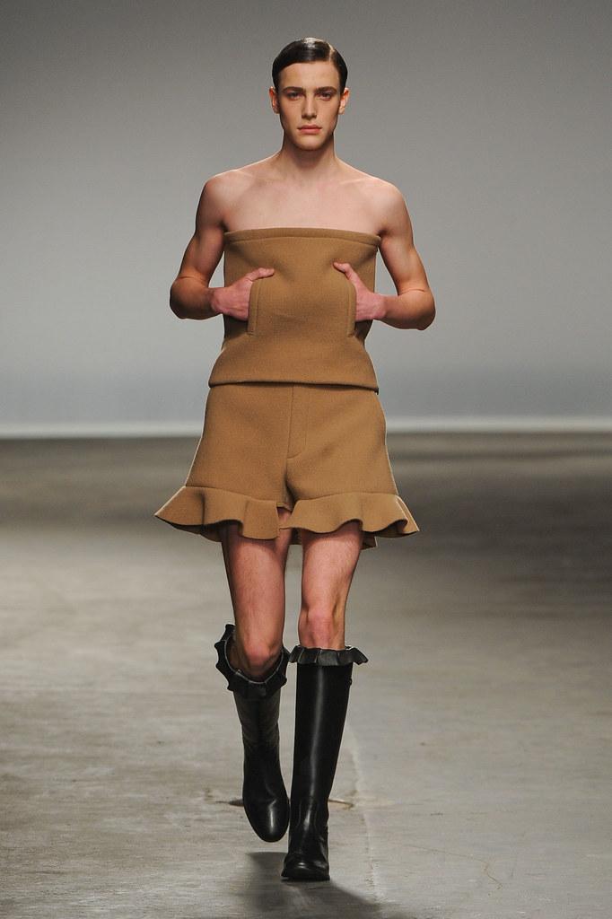 Nick Heymann3046_FW13 London J.W Anderson(fashionising.com)