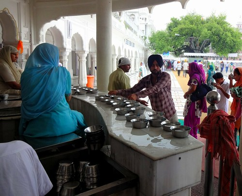 The Harmandar Sahib complex has four drinking water stalls manned by volunteers. They call upon the pilgrims to quench their thirst, offer them water dishes and clean the used utensils. The amount consumed daily ranges from 75,000 litres on normal days to 3,00,000 litres on special occasions. The water for these stalls is supplied by three deep bore wells.
