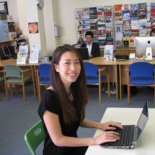 インターネットはWiFiが使え、自分のパソコンやiPadを持ってきてオフィスで利用できます。