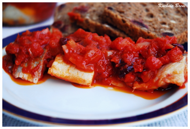 Śledzie w sosie pomidorowym z żurawiną