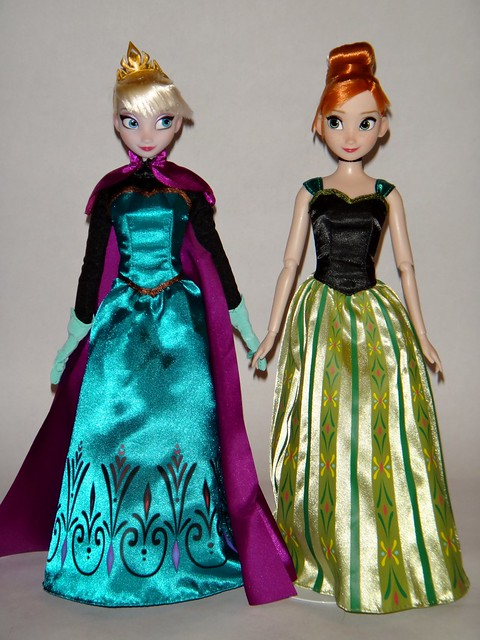 Frozen Deluxe Fashion Doll Set - US Disney Store Purchase - First Look - Elsa (With Cape) and Anna Deboxed - Standing - Full Front View