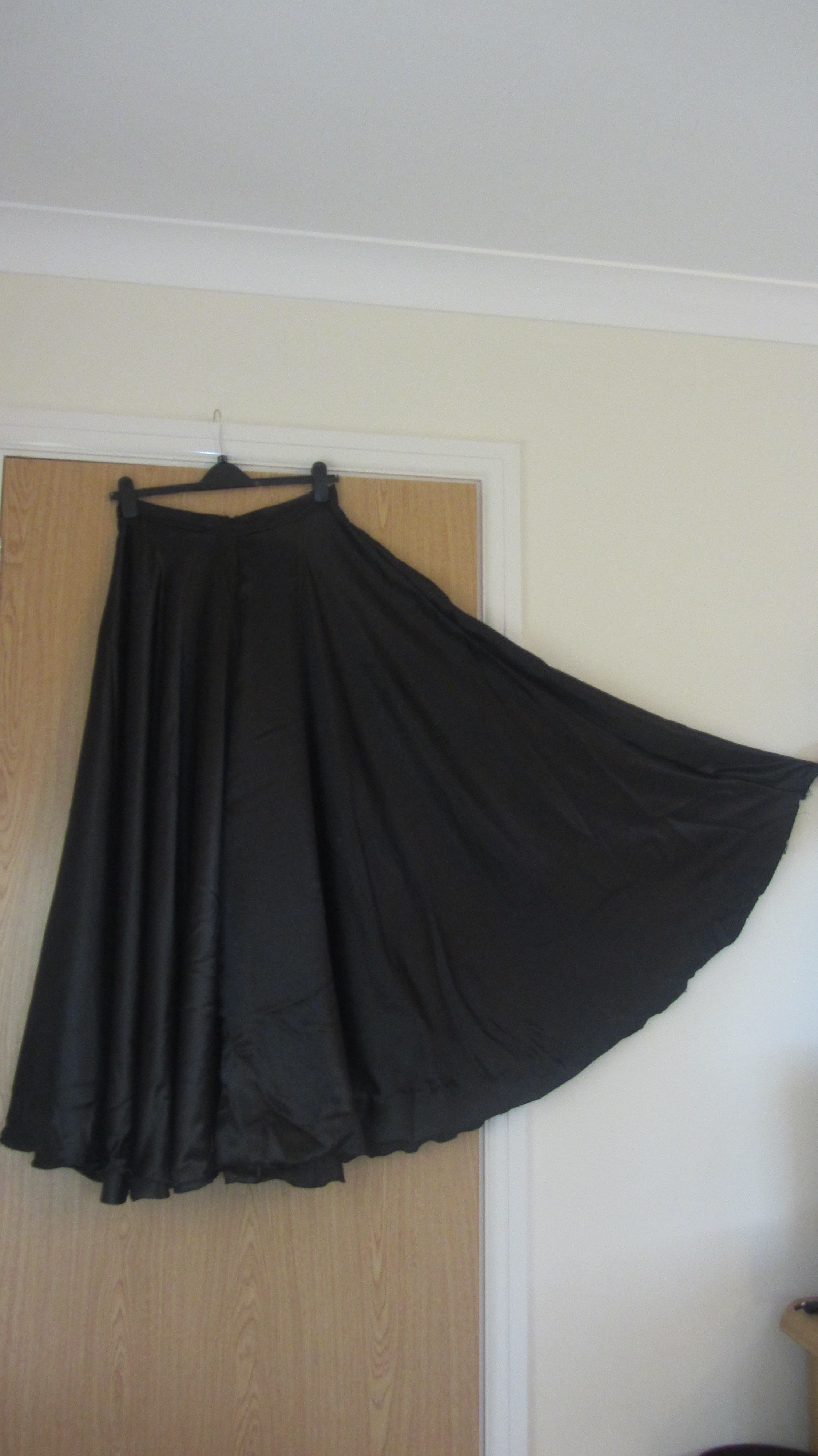 Magpie circle skirt