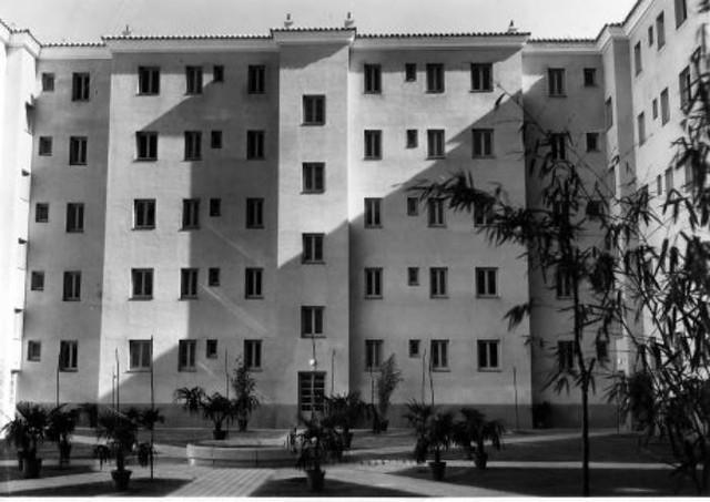4º bloque de la Avenida de la Reconquista hacia 1951 © Fondo Rodríguez. Archivo Histórico Provincial. Junta de Comunidades de Castilla-La Mancha. Signatura POSITIVOSROTULO-252-01