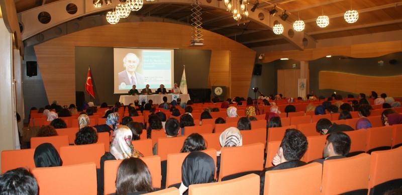 Rektör Tarhan öğrencilerini birebir dinliyor