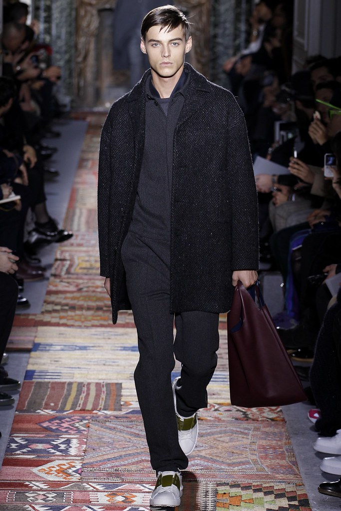 Robbie Wadge3684_1_FW14 Paris Valentino(VOGUE)