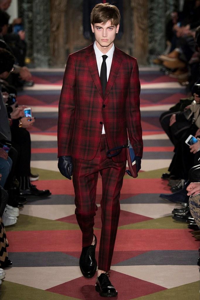 Eduard Badaluta3022_FW15 Paris Valentino(VOGUE)