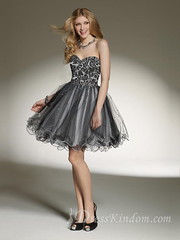 The black color didn't make the homecoming dress lose the sense of cute. Do you agree with me?