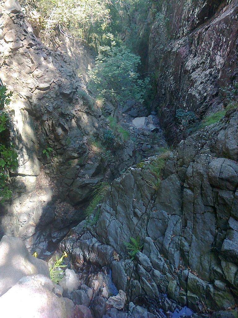 Un ressaut rocheux pourri dans la descente vers la Frassiccia