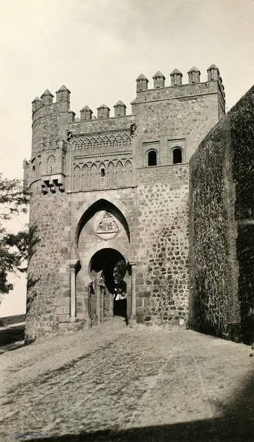 Puerta del Sol en 1927. Fotografía de Joaquín Turina (c) Fundación Juan March