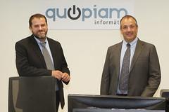 D'esquerra a dreta: Òscar Barrabés i Joan Paré, socis impulsors de Quopiam, a les noves instal·lacions de l'empresa a Manlleu. Crèdit: Miquel Rovira.