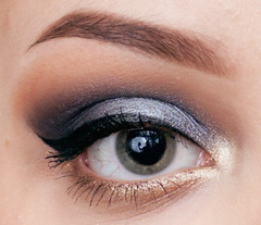 Sleek MakeUP Storm Palette Smokey Eye Tutorial - eye open