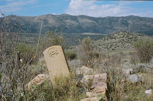 usa film grave graveyard 35mm kodak g nevada w tombstone hamilton rangefinder nv 400 marker electro gsn 35 portra yashica plot 1876 allenthorpe