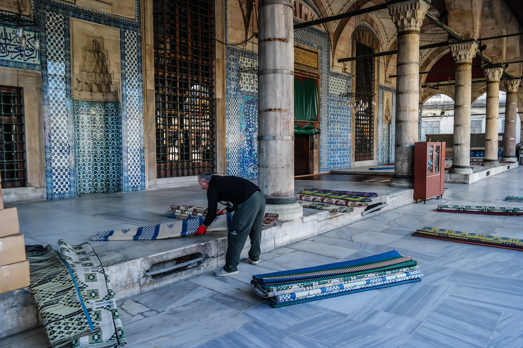 Rustem Pasha Mosque - Rolling Rugs